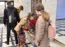 Возложение цветов к мемориальной доске в РГУ им.А.Н.Косыгина